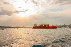 orange ship Arkivfoton
