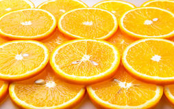 Orange skivor, orange bakgrund Arkivfoton