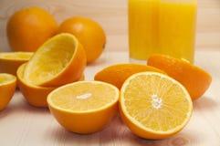 Orange slices for squeezing and fresh orange juice Royalty Free Stock Photos