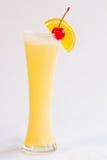 Orange smoothie som isoleras på vit bakgrund Arkivbild