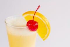 Orange smoothie som isoleras på vit bakgrund Arkivfoto