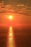 Orange sol med reflexion Arkivbilder