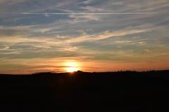 Orange solnedgång som är röd och, himmel Arkivfoto