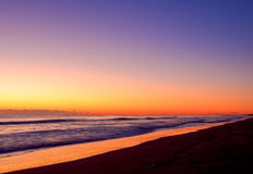 Orange soluppgångfärg på den Long Beach linjen Royaltyfria Foton