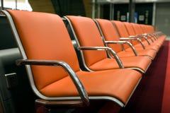 Orange Stühle Stockfoto