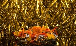 Orange stearinljus, i höstjulinställning Royaltyfri Foto