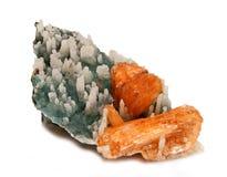 Orange Stilbite kristaller med stalaktit som täckas med kvartsCR Arkivbild