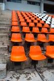Orange storslagen ställning inget i stadion royaltyfri foto