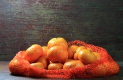 Orange sur le bois Images stock