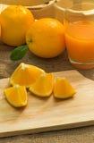 Orange sur le bois image libre de droits