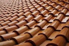 Orange tak i den Wat Tham Sua Tham Sua templet fotografering för bildbyråer