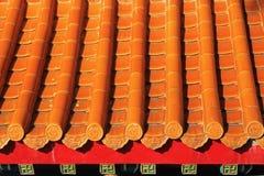 Orange tak på den kinesiska templet Royaltyfri Bild