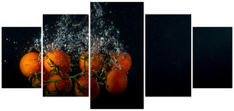 Orange and tangerines in water with air bubbles over black Royalty Free Stock Photography