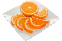Orange Teile auf einer quadratischen Platte Stockfotografie