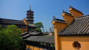 Orange tempel och pagodhamnplatsvägg Royaltyfria Bilder