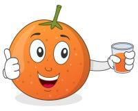 Orange tenant un jus serré frais Image libre de droits