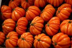 Orange Tomate verkauft im Markt Lizenzfreies Stockbild