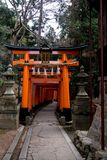 Orange torii lizenzfreies stockfoto