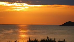 Orange tropiskt soluppgånghimmelsydkinesiska havet Vietnam HD stock video