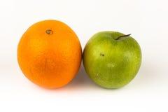 Orange und Apfel Stockbild