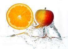 Orange und Apfel Lizenzfreie Stockbilder