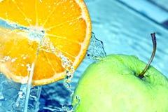 Orange und Apfel Lizenzfreies Stockfoto