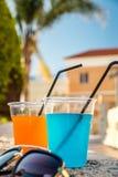 Orange und blaue Cocktails Lizenzfreies Stockfoto