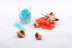 Orange und blaues Badesalz Stockbild