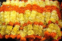 Orange und gelbe Blumengirlanden, goa, Indien Lizenzfreie Stockbilder