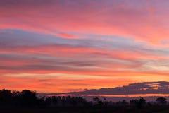 Orange und gelbe Landschaft des Himmels Lizenzfreies Stockfoto