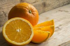 Orange und geschnittene Orange Lizenzfreie Stockbilder