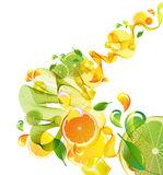 Orange und Limettensaft spritzen mit abstrakter Welle Stockfotos