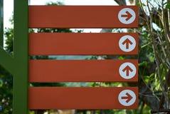 Orange Zeichen mit Pfeil Lizenzfreie Stockbilder