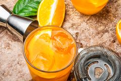 Orangeade avec de la glace photo stock