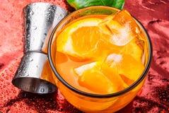 Orangeade avec de la glace images stock