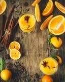 Orangeade chaude Poinçon d'orange d'hiver images stock