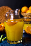 Orangeade dans un verre photographie stock