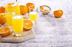Orangeade dans un verre photo stock