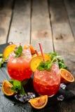 Orangeade ensanglantée et ingrédients photographie stock