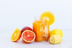 Orangeade smoothy fraîche image libre de droits