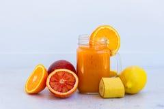 Orangeade smoothy fraîche images libres de droits