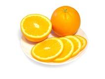 Orangen auf einer Platte Stockfoto