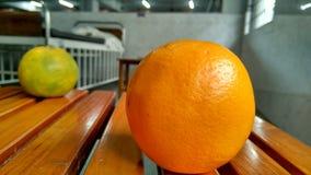 Orangen in der Tabelle Lizenzfreie Stockbilder