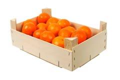 Orangen in einem Kasten stockfoto