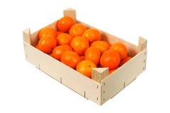 Orangen in einem Kasten stockfotografie