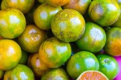 Orangen gestapelt Stockbild