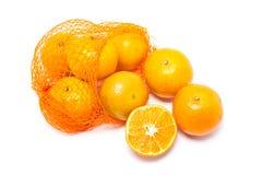 Orangen im Plastiknetz. Stockfoto