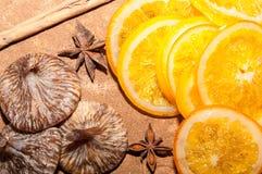 Orangen mit Feigen Stockfotografie