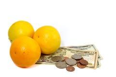 Orangen mit Geld Stockfotos