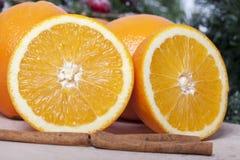 Orangen mit Zimt Lizenzfreie Stockfotografie